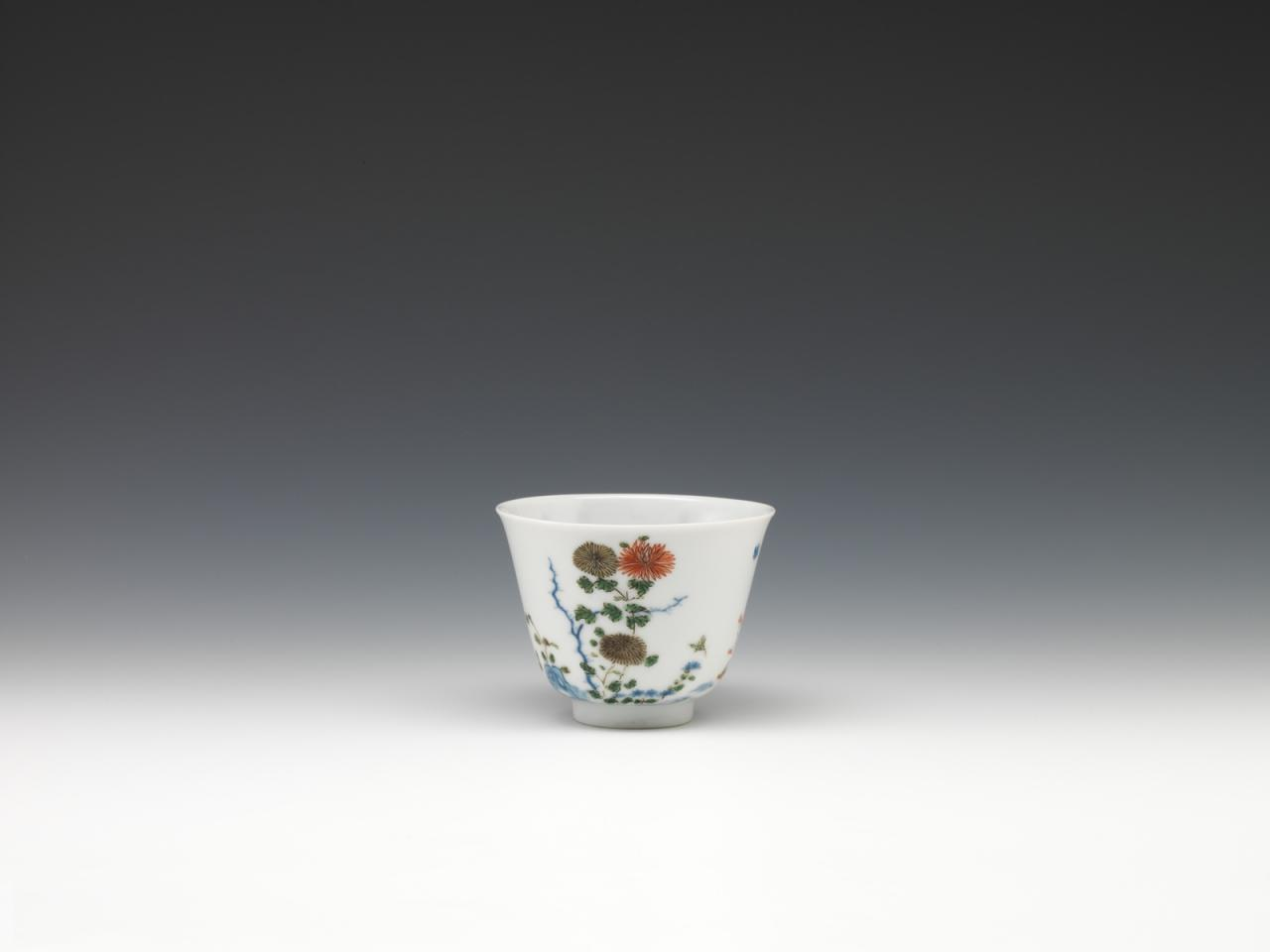 """Twelve cups with flowers representing the twelve months in wucai enamels-September"" image"