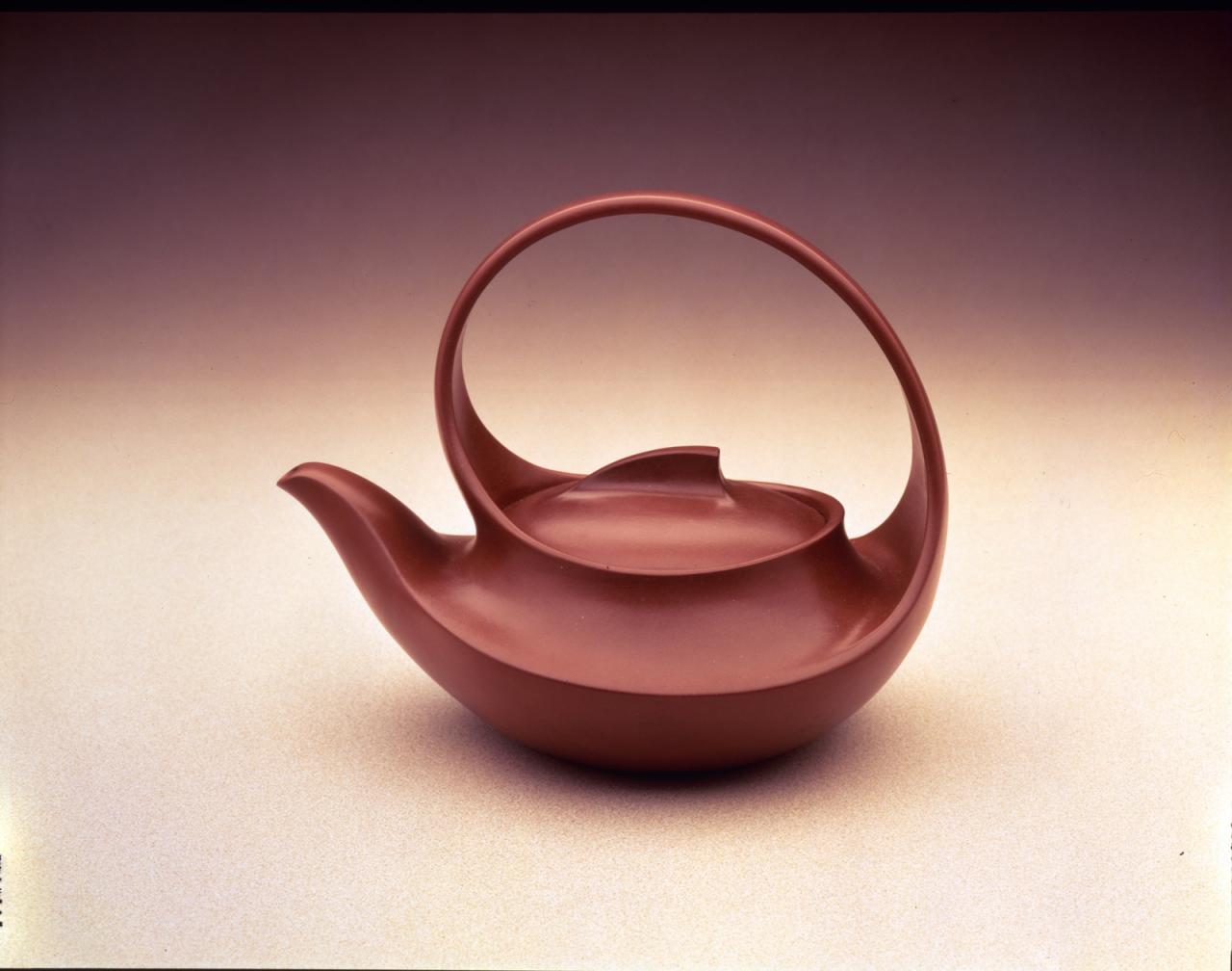 Wang Yinxian, Zhang Shouzhi 'Large teapot with ribbed decoration and overhead handle' image